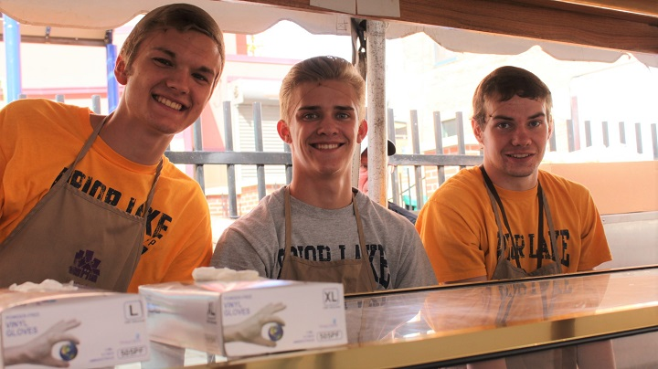 Prior Lake basketball team ready to serve food